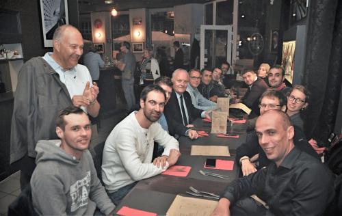 raderie-de-Lille-2017-FA au milieu des jeunes militants de l'UPR -20-restaurant.jpg