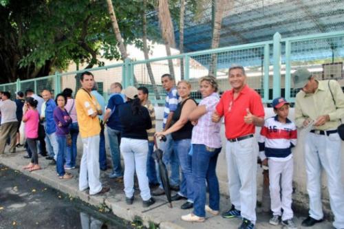 queue pour voter centre du pays pour voter .jpg
